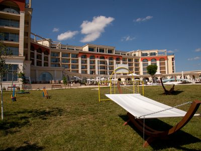 Gallery Image 2016/06/Lighthouse-Golf-Spa-Resort-sun-bed.jpg